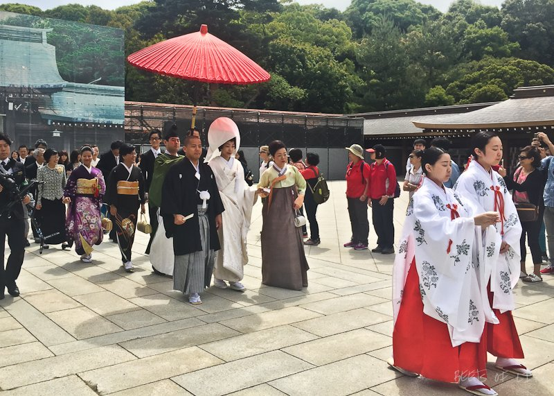 Wedding procession at the shrine